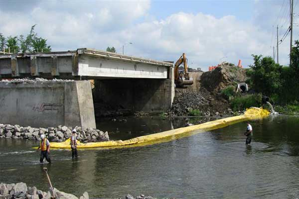 batardo nehir köprüsü iskele üzerinde çalışmak