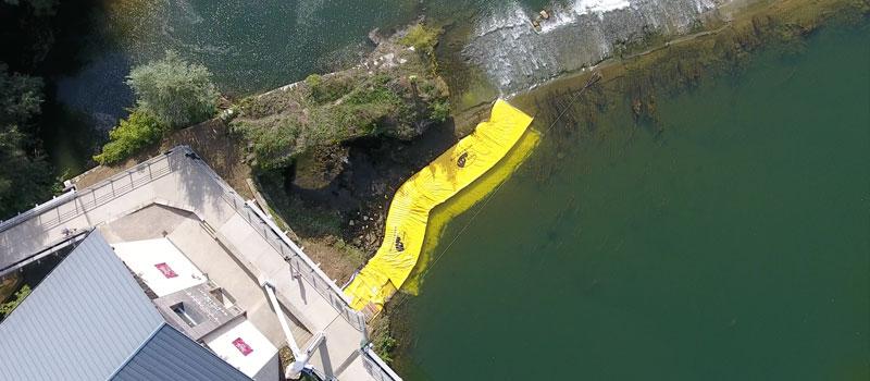 Doubs'ta nehrin bir kolunun kuruması. 2 Esnek Water-Gate© WA-6050 ve WA-6030 batardoları birbirine bağlı.