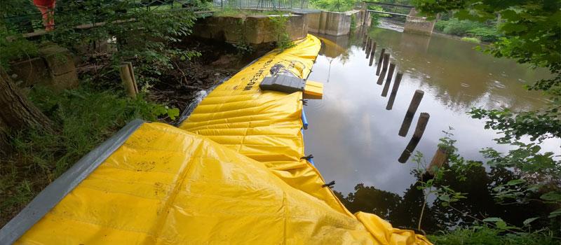 Bir nehir kolunun esnek batardo ile sapması Water-Gate ©   Mutzig'deki Bruche winnowing sisteminin onarımı