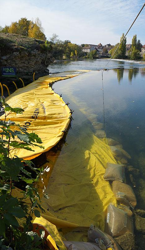 Esnek batardo Water-Gate ©. Nehir projesi. Doubs üzerindeki köprü yenileme. Dole